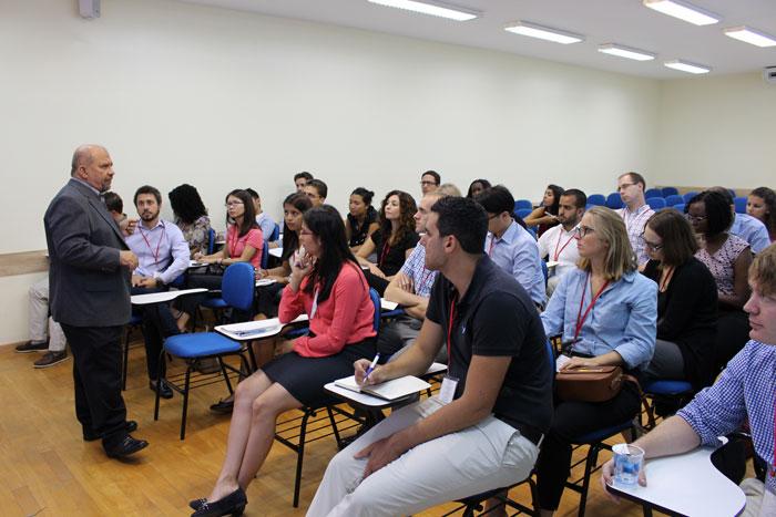 Reitor Vicente Nogueira e alunos da Universidade de Stanford, EUA.